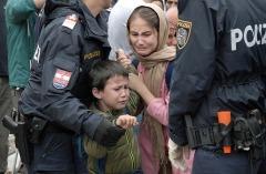 FIAP HM Ribbon -Istvan Kerekes-Migrant life-Hungary